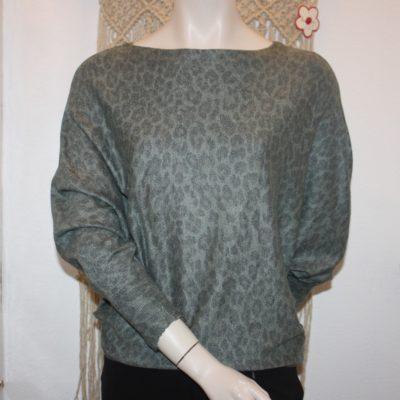 Trendy groene trui met panterprint