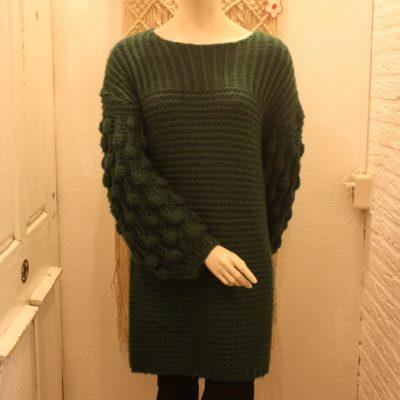 Trendy groene gebreide trui